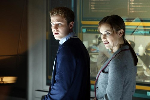 FitzSimmons Обои containing a business suit titled Jemma and Leo