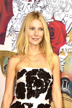Gwyneth Paltrow → Paris, France | November 7, 2013