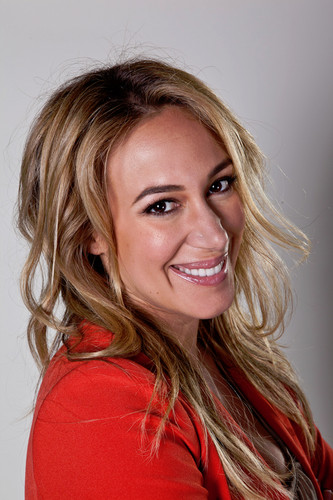 Haylie Duff wallpaper containing a portrait entitled Haylie Duff