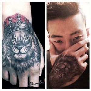 カケス, ジェイ shows off his new lion tattoo