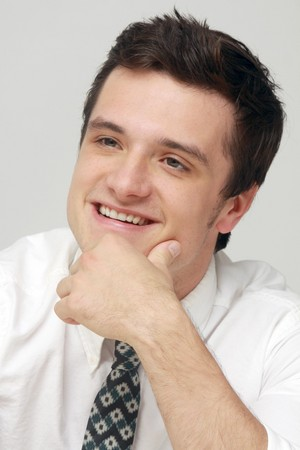 Josh Hutcherson at the Catching आग press conference 11-8-13