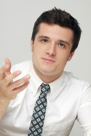 Josh Hutcherson at the Catching 火, 消防 press conference 11-8-13
