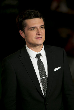 Josh Hutcherson at the Catching apoy world premiere