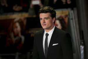Josh Hutcherson at the Catching آگ کے, آگ world premiere