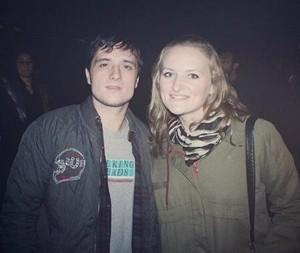 Josh w/ a پرستار in Madrid (11.12.13)