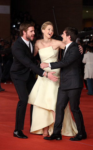 The Hunger Games: Catching आग Rome Premiere [HQ]