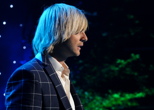 Keith Harkin achtergrond possibly containing a business suit called Celtic Thunder foto