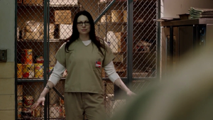 Laura Prepon in 주황색, 오렌지 is the new Black