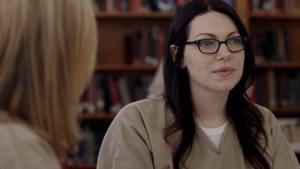 Laura Prepon in kahel is the new Black