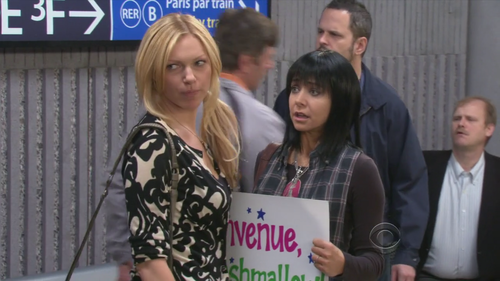 Laura Prepon پیپر وال containing a business suit entitled Laura in How I Met Your Mother