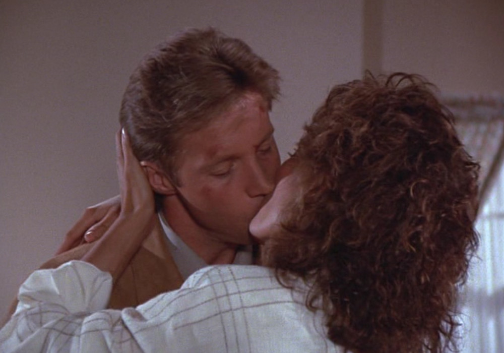Lee kisses Amanda