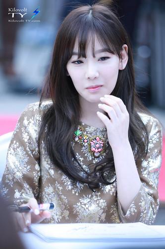 Kim Taeyeon karatasi la kupamba ukuta titled Lotte Fansign-Taeyeon