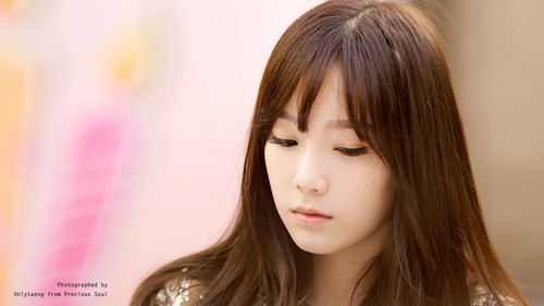 Kim Taeyeon wallpaper containing a portrait entitled Lotte Fansign-Taeyeon