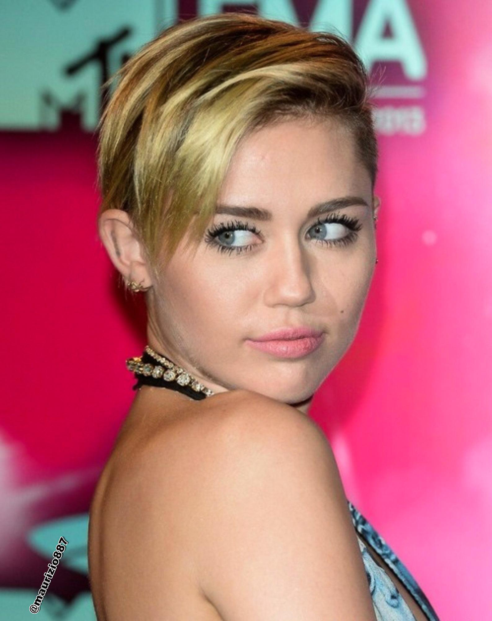 Miley Cyrus  MTV EMA 2013