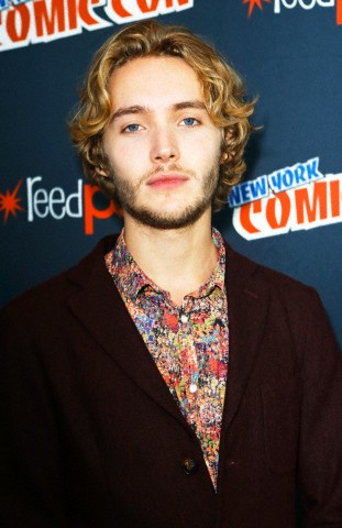 Toby Regbo hình nền possibly with a business suit titled New York Comic Con '13