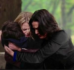 **•Swan-Mills Family HUG!•**