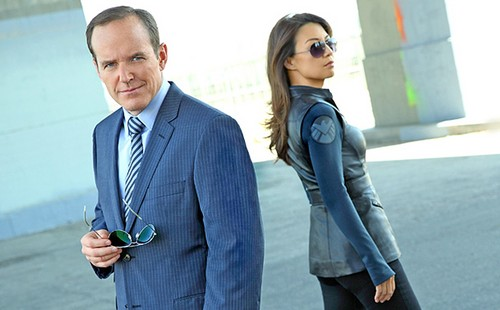 Phil Coulson & Melinda May wallpaper containing a business suit, a suit, and a well dressed person entitled Clark Gregg & Ming-Na Wen (Phil Coulson & Melinda May) - Agents of S.H.I.E.L.D.
