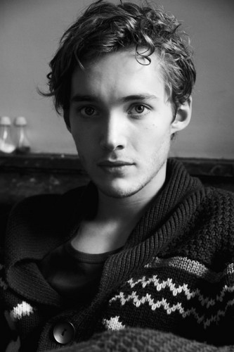 Toby Regbo hình nền probably with a pullover titled Photoshoot bởi Jessie Craig