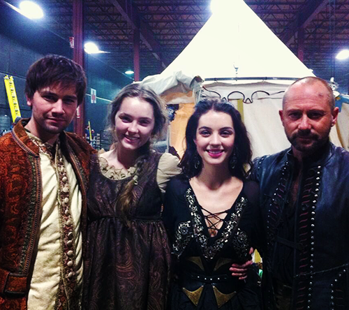 Reign [TV Show] wallpaper possibly with a sopravveste, surcotto called Reign - Set foto