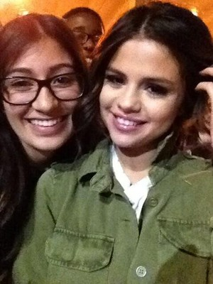 Selena with her شائقین after her Las Vegas کنسرٹ - November 9