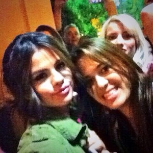 [MORE] Selena meets fan after her konser - November 9