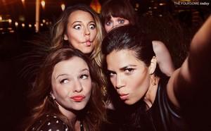 Sisterhood of the Traveling Pants cast for EW's Reunion