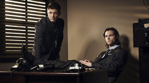 supernatural fondo de pantalla possibly with a living room, a family room, and a business suit called supernatural