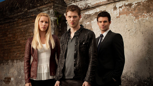 The Originals Hintergrund with a business suit, a suit, and a well dressed person called The Originals Hintergrund