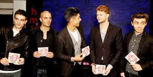 tw in a suits! *fangirling*