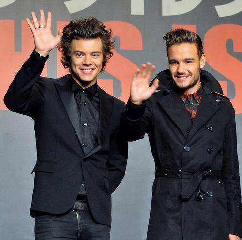 One Direction پیپر وال with a business suit and a well dressed person called This Is Us Japan