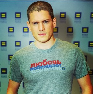 Wentworth Miller, Kevin Bacon, আরো Celebs যোগদান HRC's #LoveConquersHate Campaign For Russian LGBTs