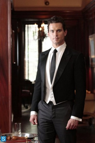 White collier fond d'écran with a business suit, a suit, and a two piece titled White collier - 5.05 - Master Plan - Promo Pics