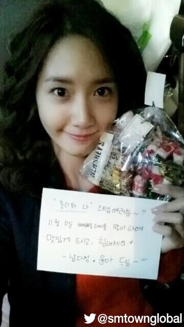 YoonA with her gifts for 'Prime Minister and I' staffs