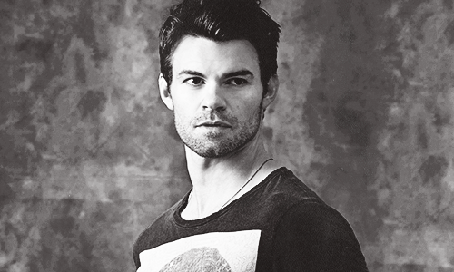 ang mga orihinal wolpeyper called daniel gillies → comic con photoshoot