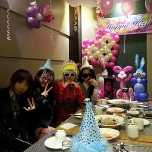 "Park Bom's Instagram Update: ""HAPPY BIRTHDAY~~~★^^★DARA~~~ *^_______^*"" (131112)"