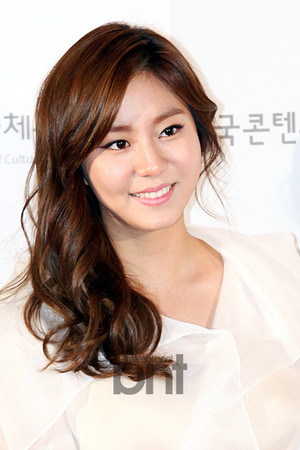 Uee at 2013 được ưa chuộng Culture Art Awards Ceremony red carpet