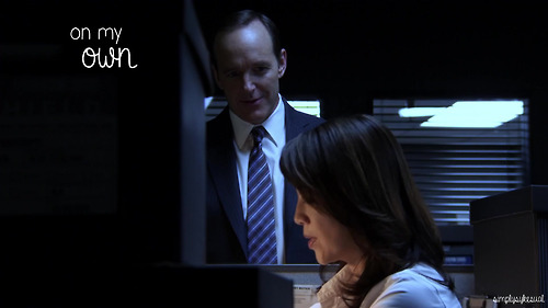 Agents of S.H.I.E.L.D. wallpaper containing a business suit called Agents of S.H.I.E.L.D
