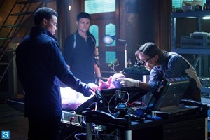Almost Human - Episode 1.02 - Skin - Promotional 照片