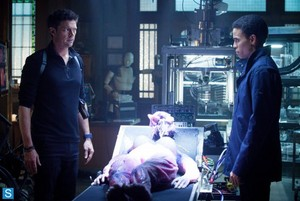Almost Human - Episode 1.02 - Skin - Promotional تصاویر
