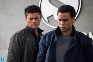 Almost Human - Episode 1.03 - Are tu Receiving? - Promotional fotos