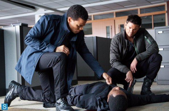 Almost Human - Episode 1.03 - Are bạn Receiving? - Promotional các bức ảnh