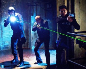 Almost Human - Episode 1.04 - The Bends - Promotional 사진