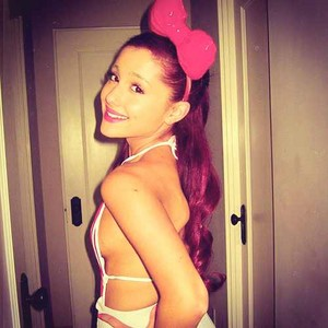 Ariana in bow