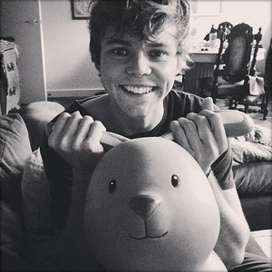 Ashton Irwin ♡