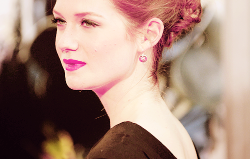 Bonnie Wright wallpaper containing a portrait called Bonnie Wright