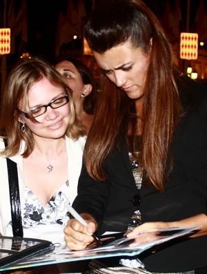 Cote signing autograph