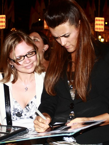 Cote de Pablo achtergrond probably containing a brasserie and a avondeten, diner titled Cote signing autograph