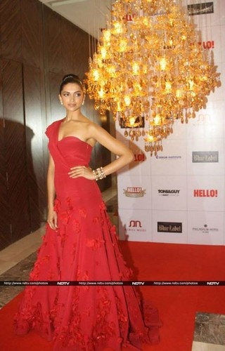 Deepika Padukone wallpaper with a gown, a dinner dress, and a bridal gown entitled award show