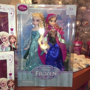 Elsa and Anna dolls packaged together