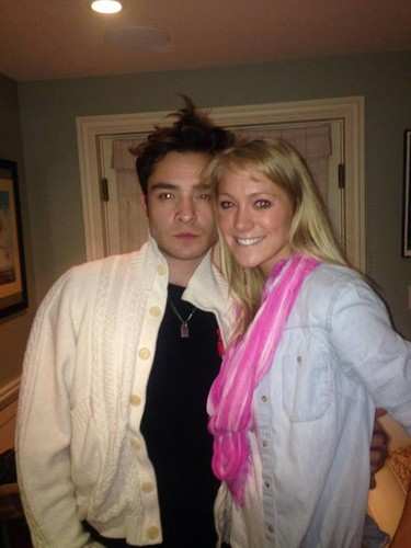 Ed Westwick wolpeyper called Ed Westwick with new fan, Amanda Pertzborn, owner of the house where they are shooting.